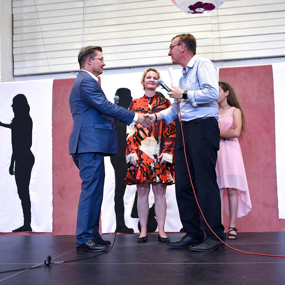 On stage - Raine Schorr donation for Die Arche